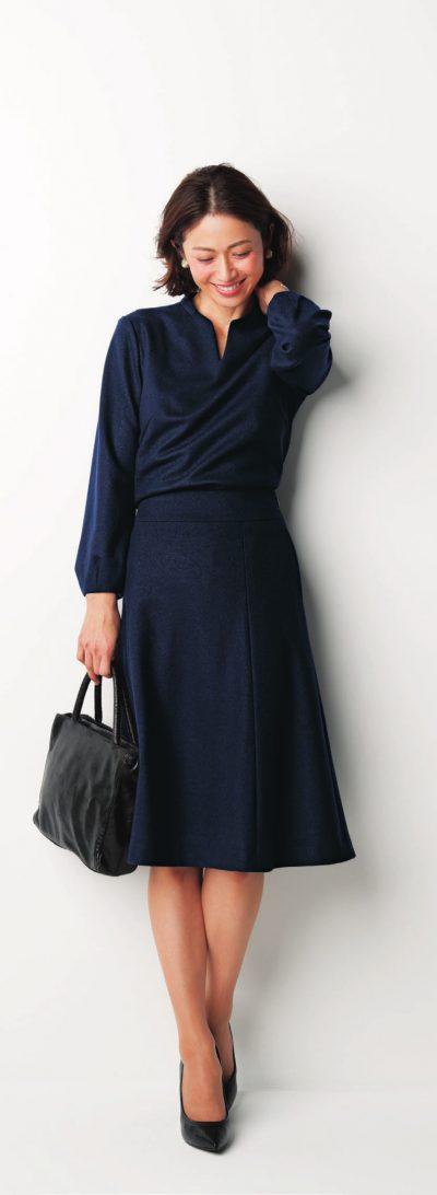 【卒入園コーデ】スカートセットアップは真面目過ぎない光沢ネイビー