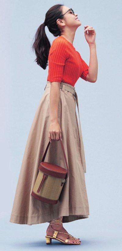 【明日のコーデ】オレンジリブニット×ベージュフレアスカート