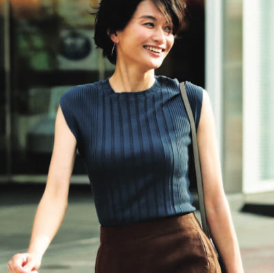 【明日のコーデ】ニュアンスカラーのトップス×ブラウンスカート
