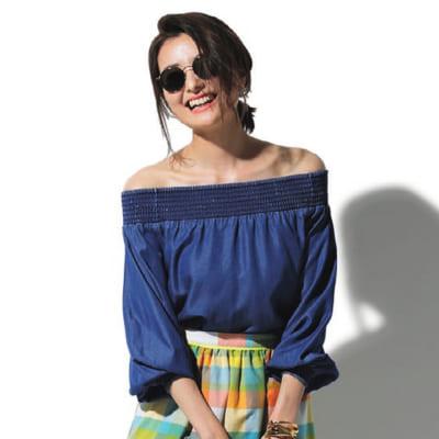 【夏の旅コーデ】鮮やかブルーのブラウス×カラーチェックスカート