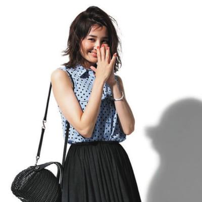 【夏の旅コーデ】ドット柄ブラウス×黒フレアロングスカート