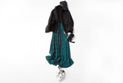 【明日のコーデ】児童館で過ごす日は、スポーティなショート丈コートが便利