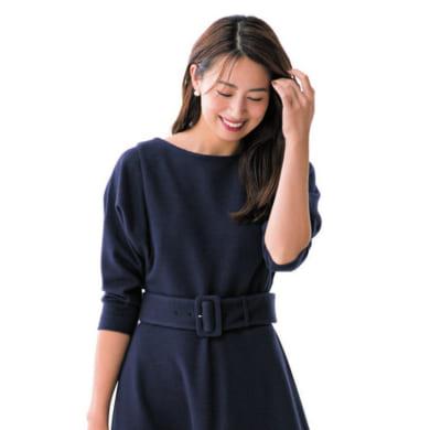 【七五三コーデ】ウエストベルトの紺ワンピ×紺パンプス×ベージュバッグ&スカーフ