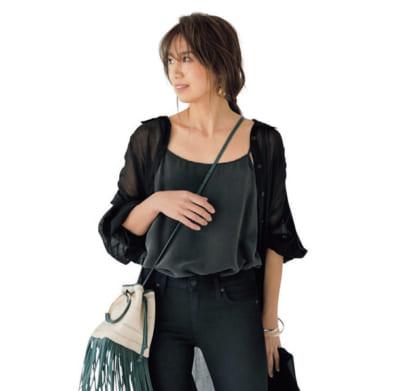 透け感シャツワンピを羽織ったら黒のワントーンもエアリーで女っぽい【明日のコーデ】