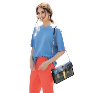 GAPのコスパTシャツ×鮮やかオレンジのテーパードできれいめカジュアルをモードに更新【明日のコーデ】