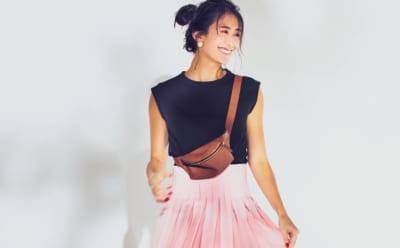 ネイビーのノースリT×ピンクのスカートで夏の鉄板コーデを新鮮に【明日のコーデ】