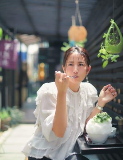 東原亜希さん、夏の私服は「サンダル×甘い服」