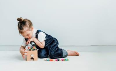 """子どもがひとりで遊んでくれる!ママたちの""""ぐずり対策名品""""③"""