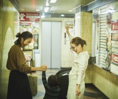 """赤坂の繁華街で発見、子連れVERYモデルの""""スウェットで焼肉""""の夜"""