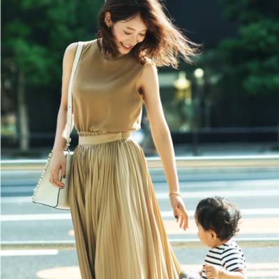 1歳女の子ママ 吉田明世アナのスニーカーコーデSNAP