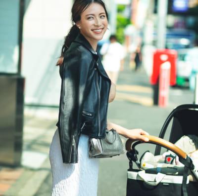 2ヵ月女の子ママ TBS笹川友里アナのスニーカーコーデSNAP
