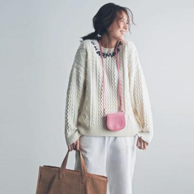 忙しい日のカジュアルは優しいママ路線の白×ピンクで気分を上げて【明日のコーデ】
