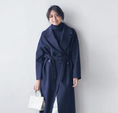タートルニット×パンツの鉄板カジュアルは紺白まとめで好印象に【明日のコーデ】