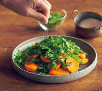 「柿と春菊のオイル和え」|オイルと塩で和えるだけレシピ・小堀紀代美さん編(5)