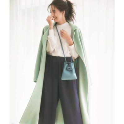 マンネリしがちな冬服にはカラーコートや小物で華やぎをプラス!【明日のコーデ】