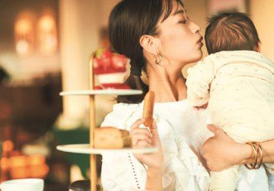 授乳期ママのお出かけは「白~オフ白のデザイントップス」!離乳食前の今だから着られる