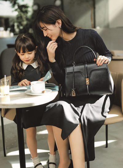 黒のかっちりバッグは保護者イベントも始まる5歳児ママにおすすめ!|名品ブランドバッグ