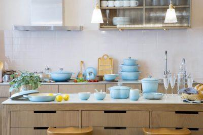 キッチンの気分転換に!ル・クルーゼのオンライン限定ライトブルーが可愛い