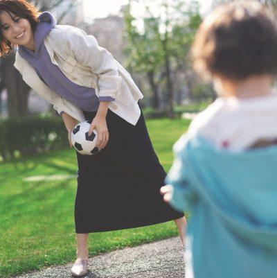 動きやすくて女っぽい!公園スカートにはリブのロングタイトが正解【明日のコーデ】