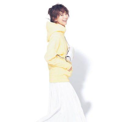 フーディー×ボリュームスカートで大人可愛いカジュアルの完成【明日のコーデ】