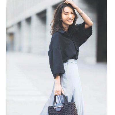 華やかサテンスカートは、白ローファー合わせで大人っぽく【明日のコーデ】