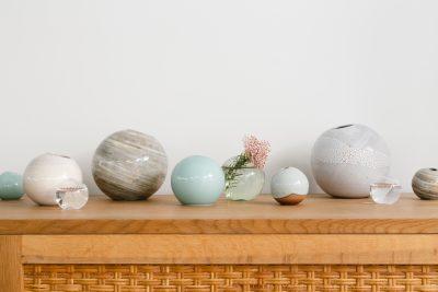 オシャレに花を飾りたい!工房×デザイナーコラボ花器が揃う「ONE FLOWERWEAR」オープン