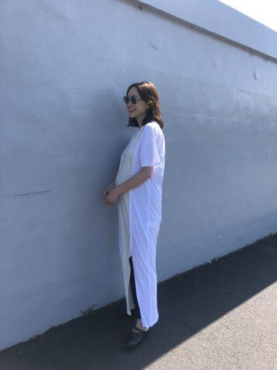 夏の妊娠8カ月のTシャツワンピースコーデ チームVERYのマタニティsnap