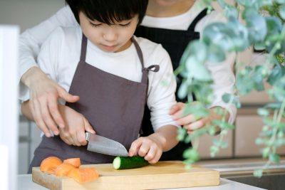 一緒に料理が楽しくなる!子どもの「初めての包丁」はずっと使える