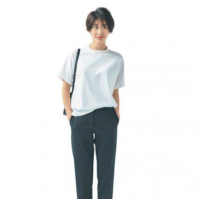 白T×黒パンツのシンプルコーデに小物を利かせて大人っぽく垢抜ける【明日のコーデ】