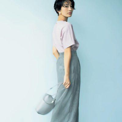 涼しくなったらピンクT×スエード質感スカートを合わせて秋コーデにシフト
