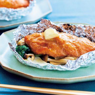 """10分で作れる鮭のホイル焼き""""はちみつ味噌""""で子どもが好きな味に!"""