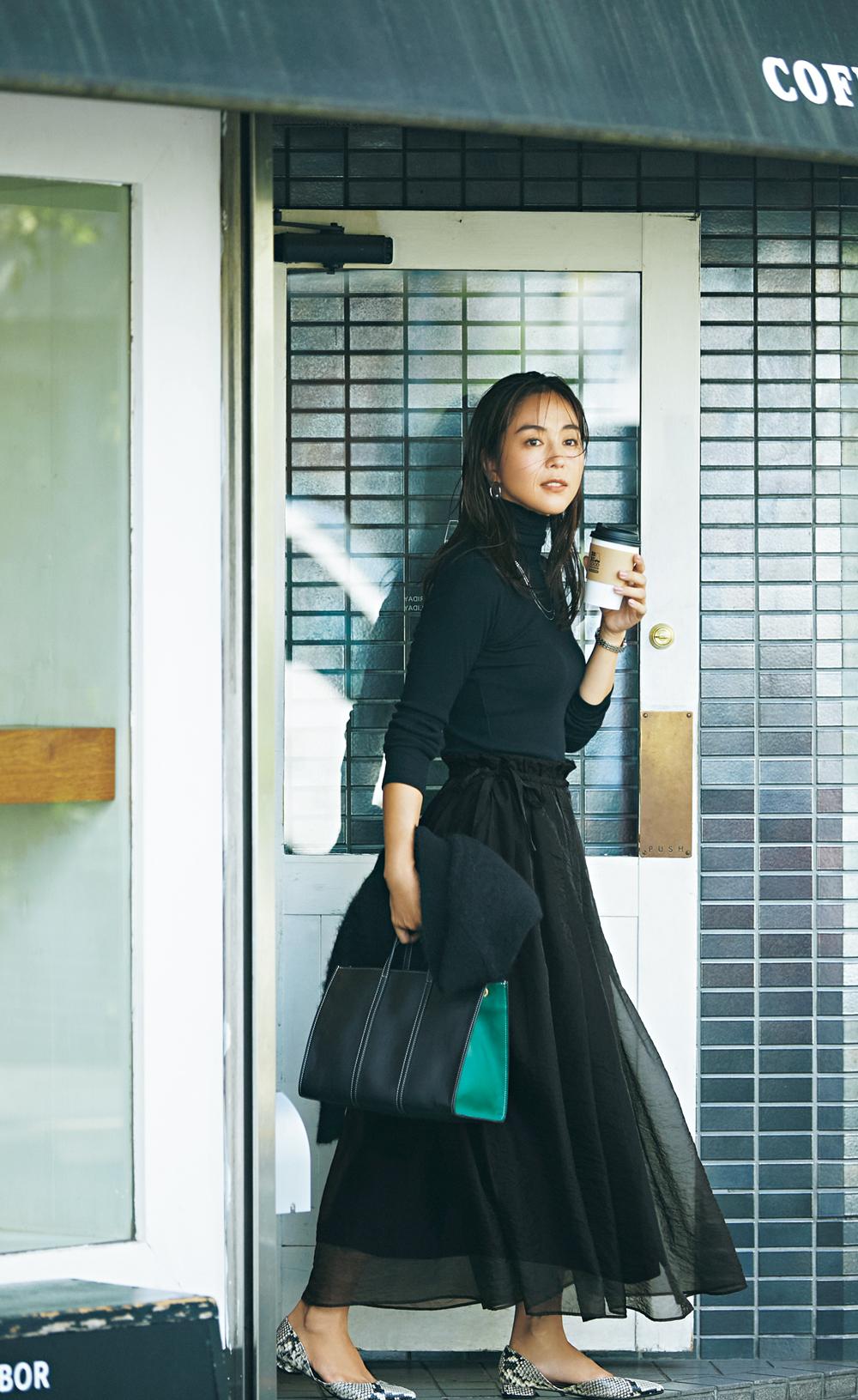 VERYモデル・鈴木六夏さんが着こなす秋冬のスカートコーデ