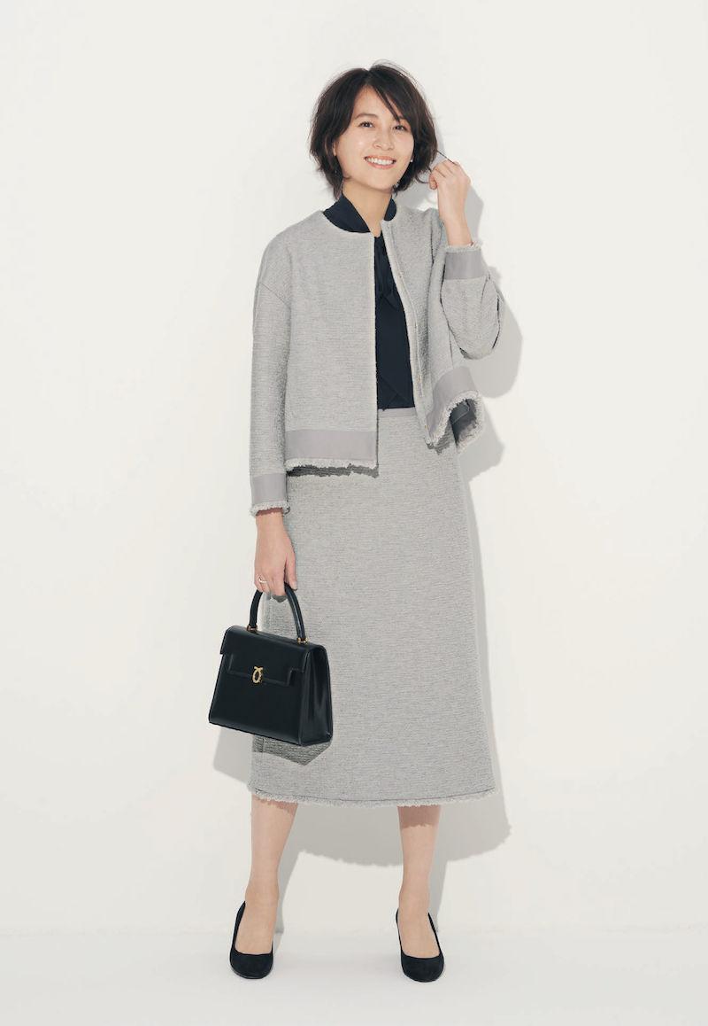 VERY掲載の卒園式卒業式のグレースーツお手本コーデ。モデルは青木裕子さん。