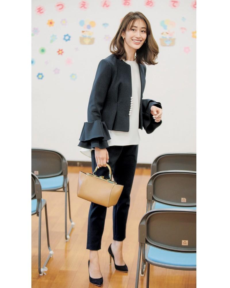VERY掲載卒園式卒業式のブラックスーツ。モデルは神山まりあさん。