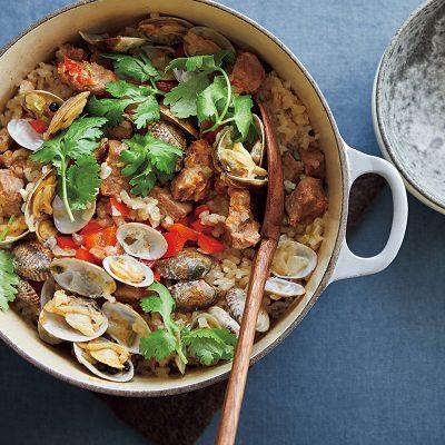 炊飯器1つで免疫力アップ!豚とアサリの炊き込みご飯レシピ