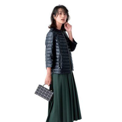 ダウン×スカートの好バランス!ショート丈&光沢で女っぽく【明日のコーデ】