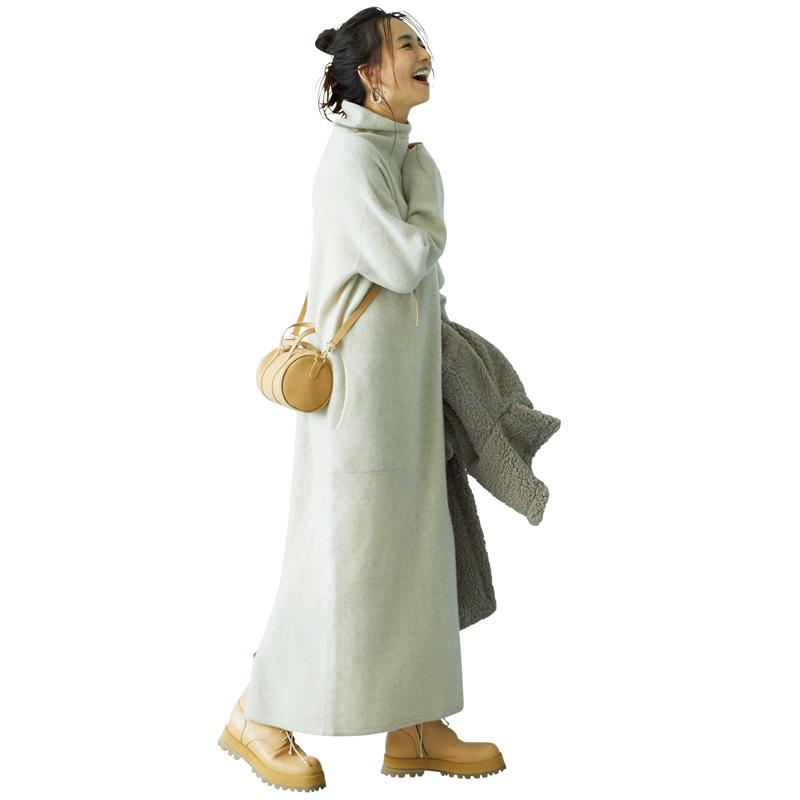優木まおみさんが着るニットワンピとごつめブーツのコーデ