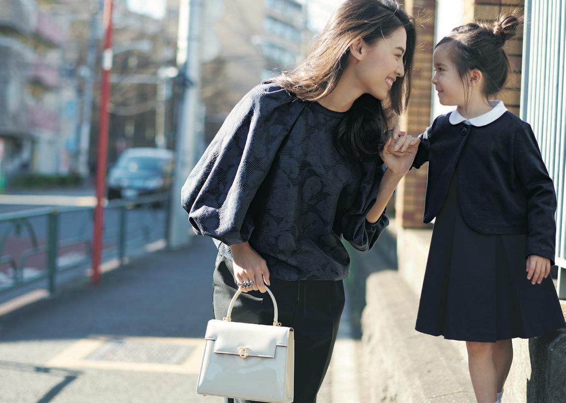 入園式・入学式のママコーデ。ジャケットを着ないスタイル。モデルは申真衣(シンマイ)