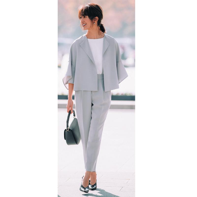 入園式・入学式のママコーデ。ジャケット×パンツのセットアップ/スーツ。モデルは神山まりあ。