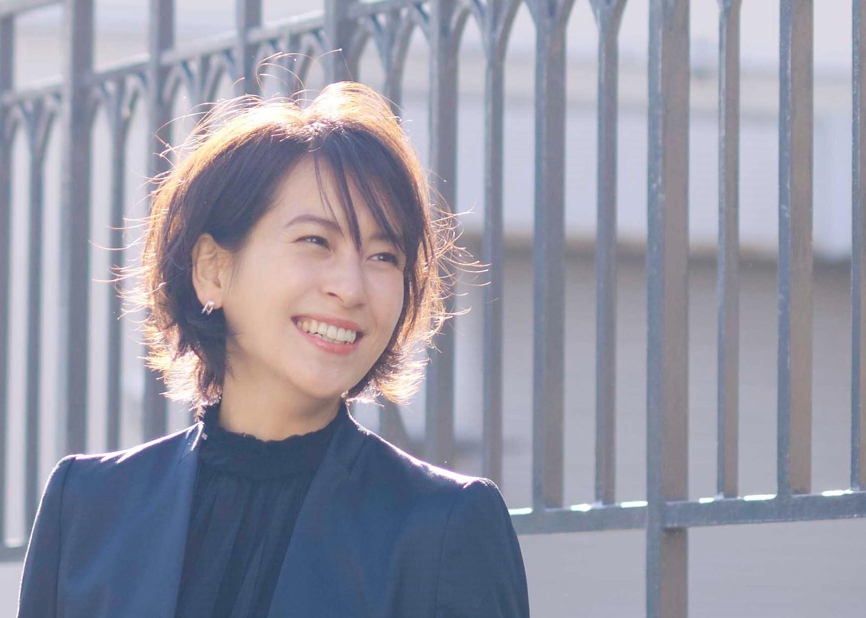 入園式・入学式ママのヘアスタイルのポイント。モデルは青木裕子。