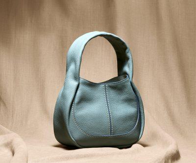 トッズ新作「シャツ バッグ」でママの春コーデは軽やかに更新
