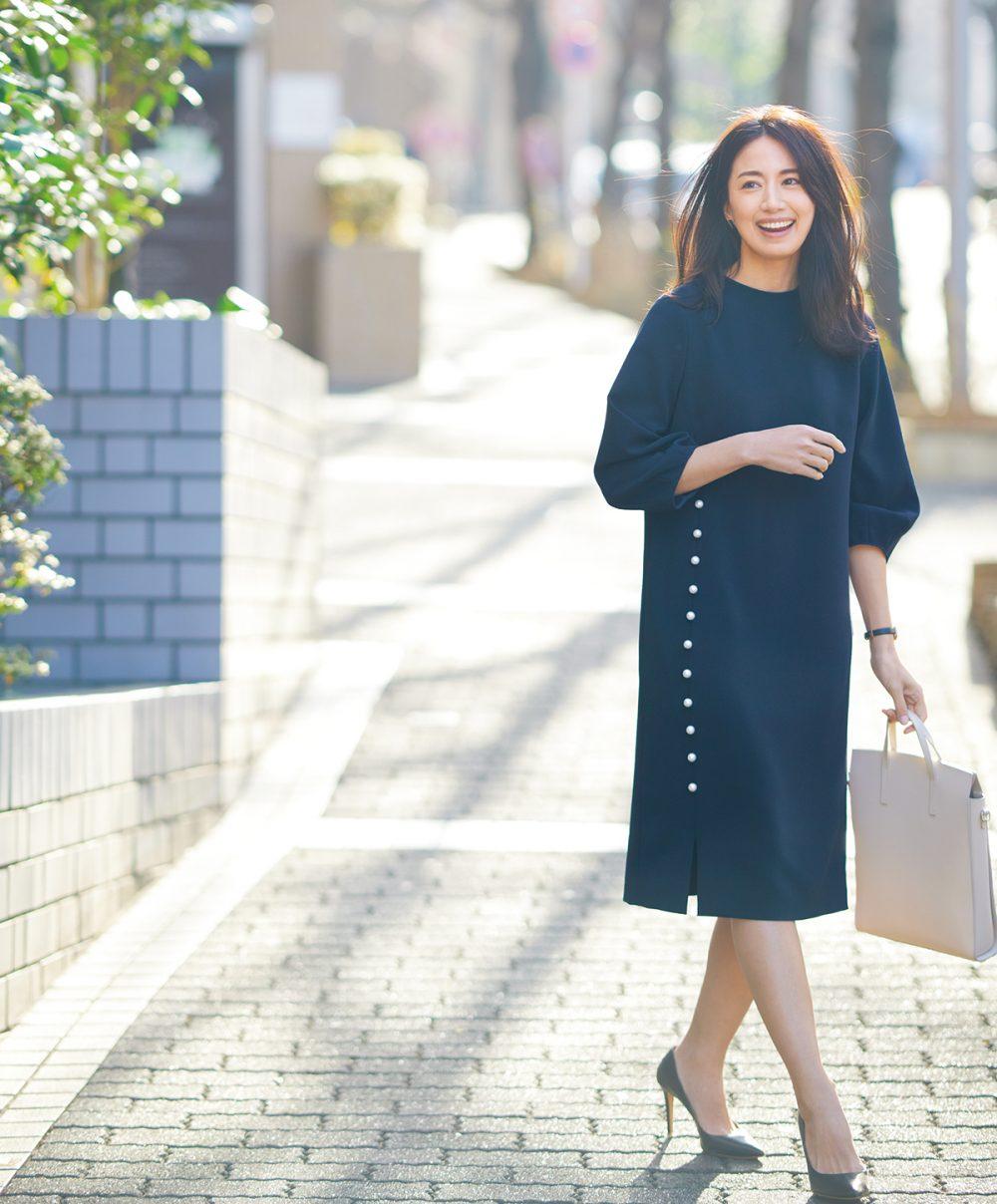 入園式・入学式のママコーデ。ジャケットを着ないワンピーススタイル。モデルは東原亜希。