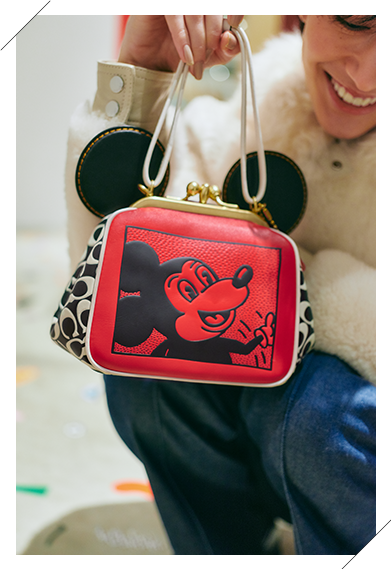 Coach's Mickey and Keith Haring Collection Kisslock バッグ