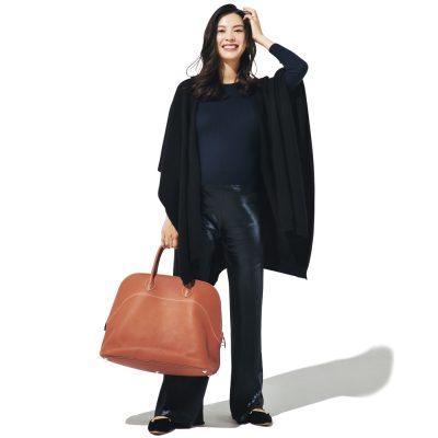 申真衣さんのバッグの中身「自分はKindleとコスメのみ!」