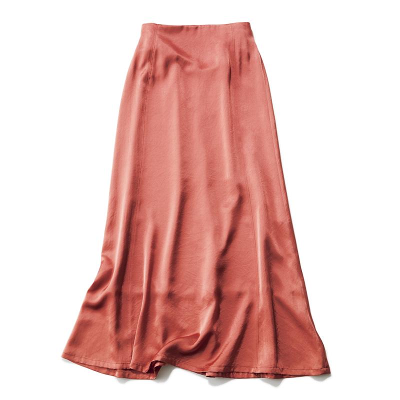 オレンジのサテンスカート
