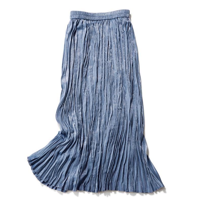 ブルーのサテンスカート