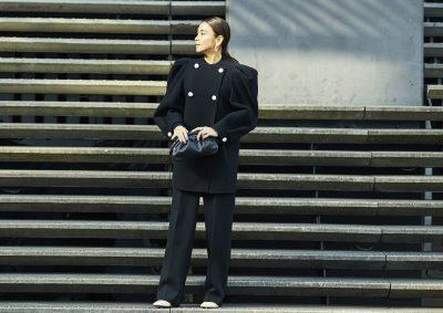 滝沢眞規子さん春注目の「アライアの新作クラッチ」をいち早く、冬から