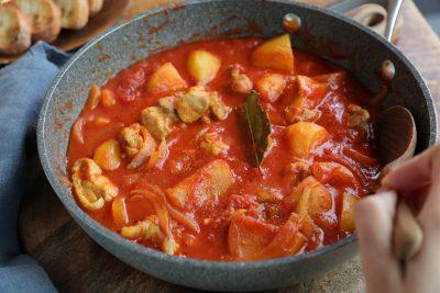 ぐっち夫婦のお鍋にあきたら「ほったらかしトマトカレー煮込み」