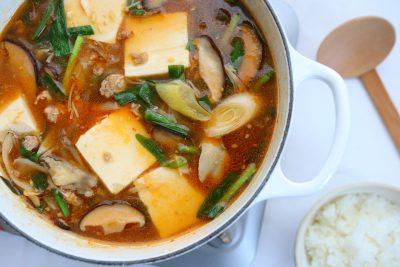 15分で栄養満点おかず!「たっぷりきのこの麻婆豆腐鍋」