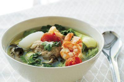 朝セットして夜食べる「ホットクック」レシピ|植松良枝さんの具だくさんスープ